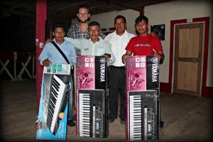 church-instruments-peru-keyboards