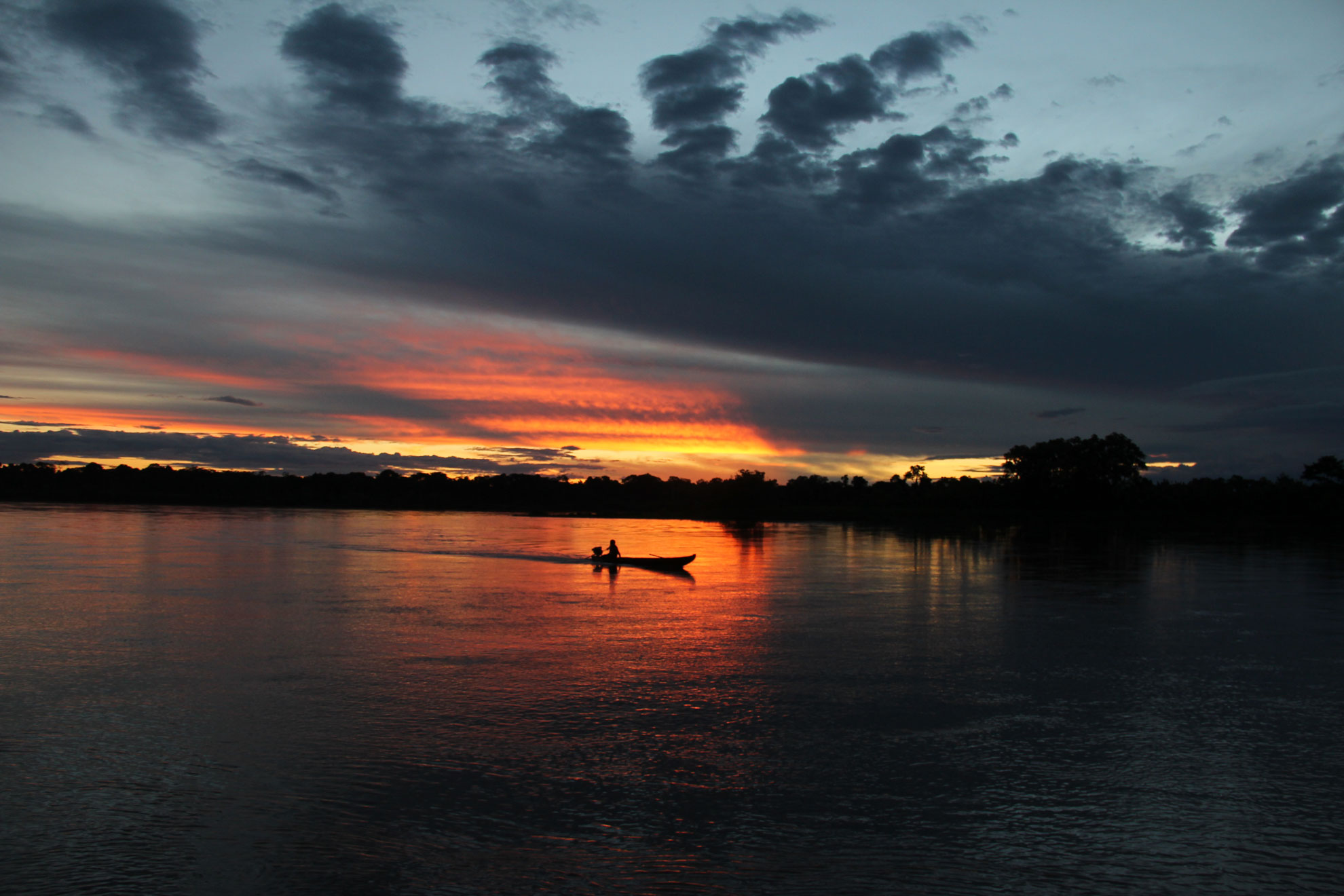 home-peki-peki-boat-amazon-sunset