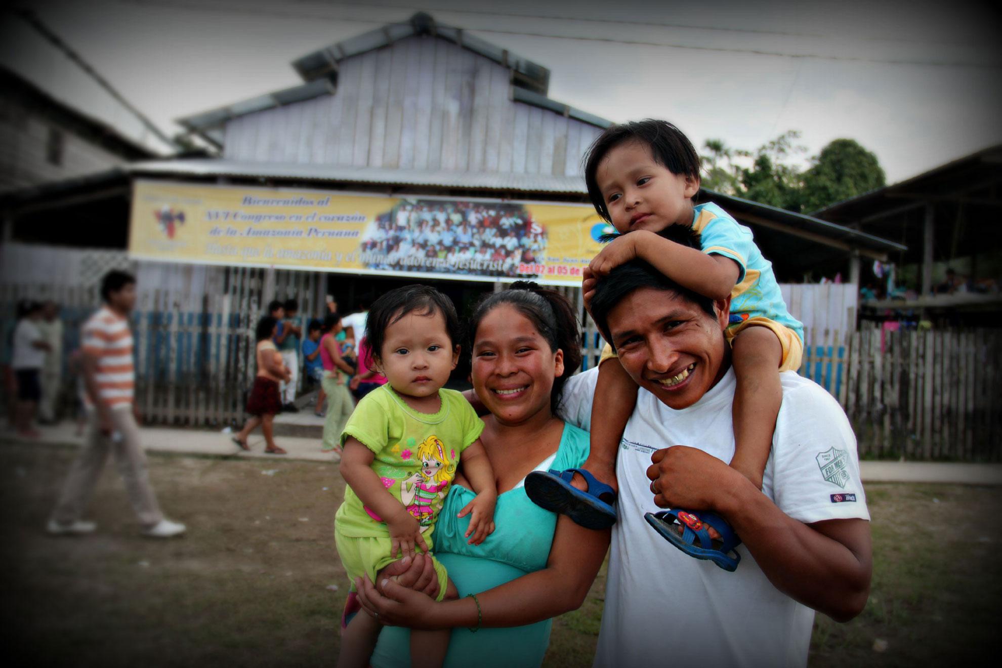 home-peru-pastor-family